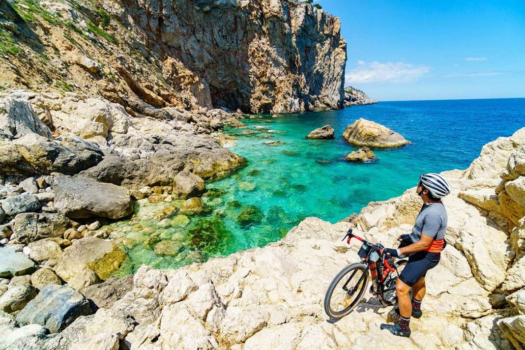 where to ride bicycles on the coast of girona spain