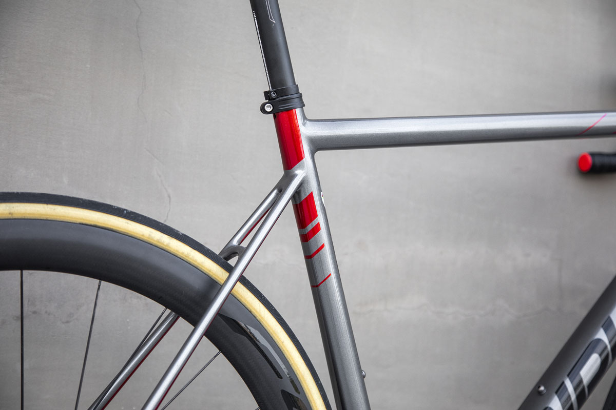 Ridley Helium SLX Disc adds disc brakes, loses external cables for better aerodynamics