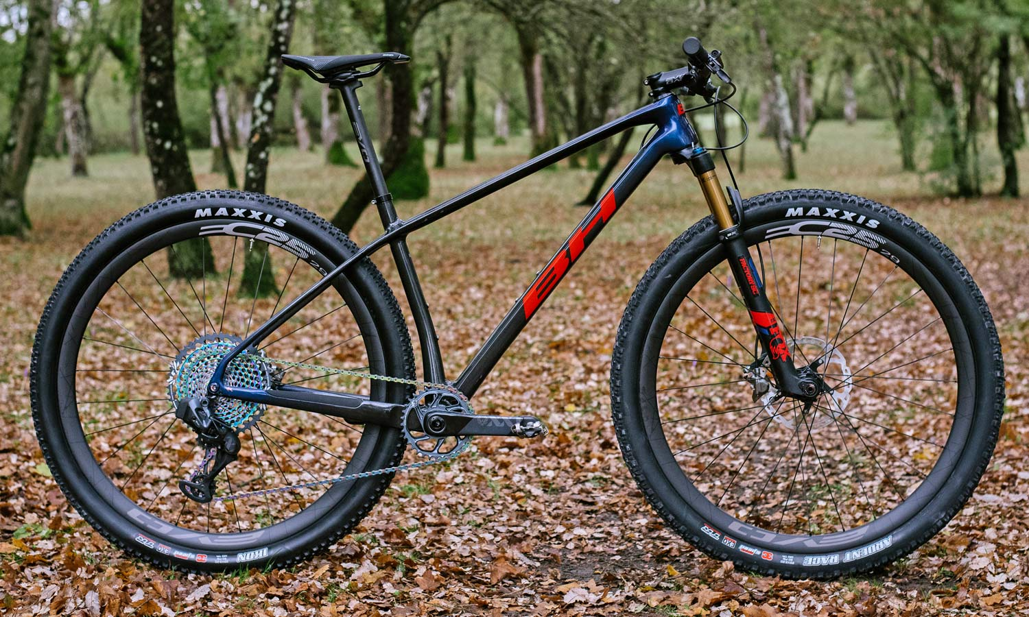 BH Ultimate EVO XC hardtail MTB, lightweight carbon cross country XCO mountain bike hardtail