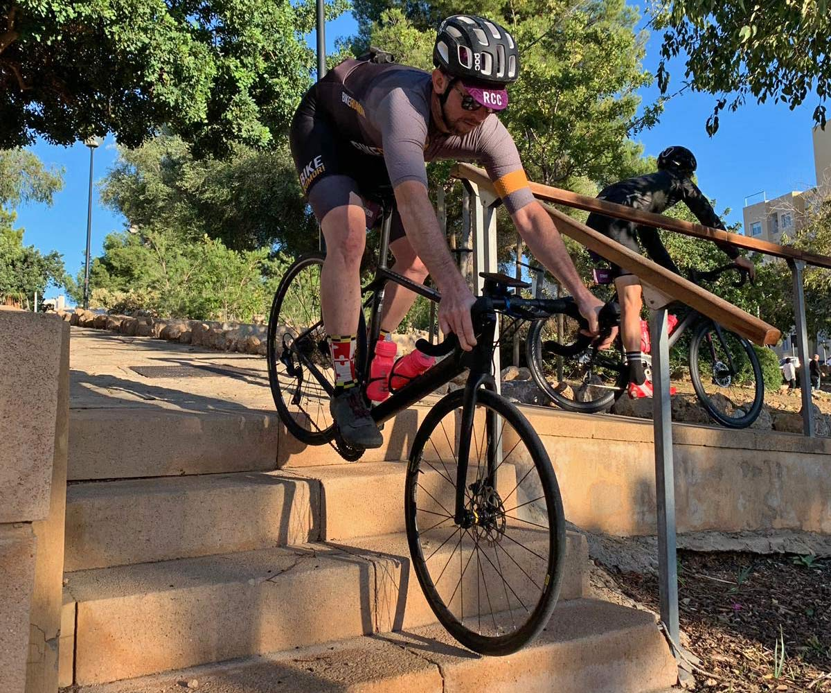 Decathlon Triban cage review, low-cost affordable lightweight secure reinforced plastic water bottle cage bidon holder