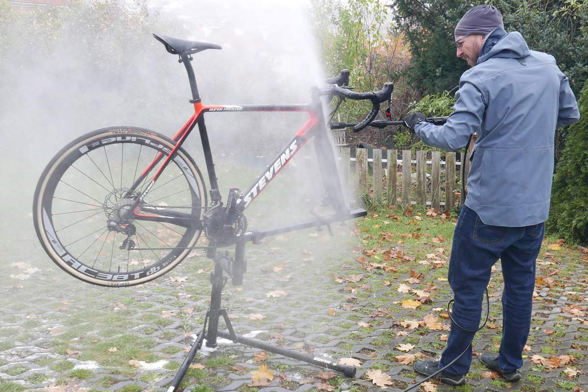 Muc-Off Pressure Washer review, bicycle-specific bike& bearing-safe compact electric regulated-pressure pressure washer with Snow Foam soap bubble attachment sprayer