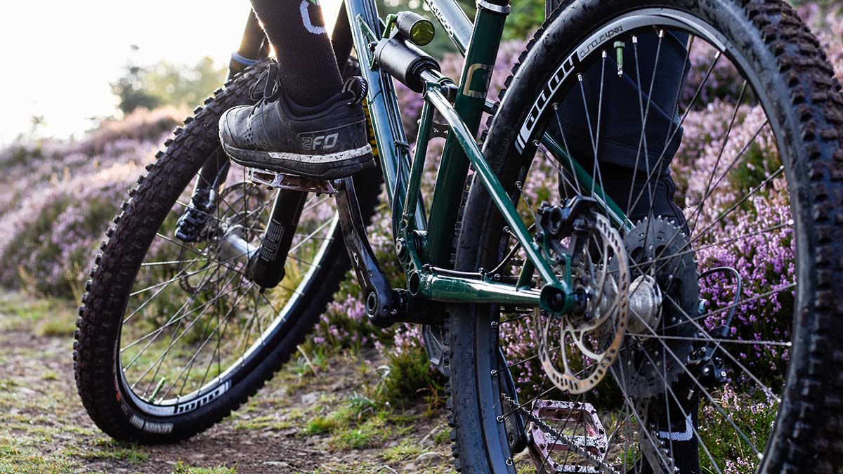 specialized-2fo-flat-review-mtb