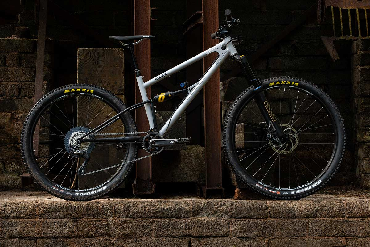 starling-Twist-mullet low pivot traditional chainline full suspension mountain bike steel