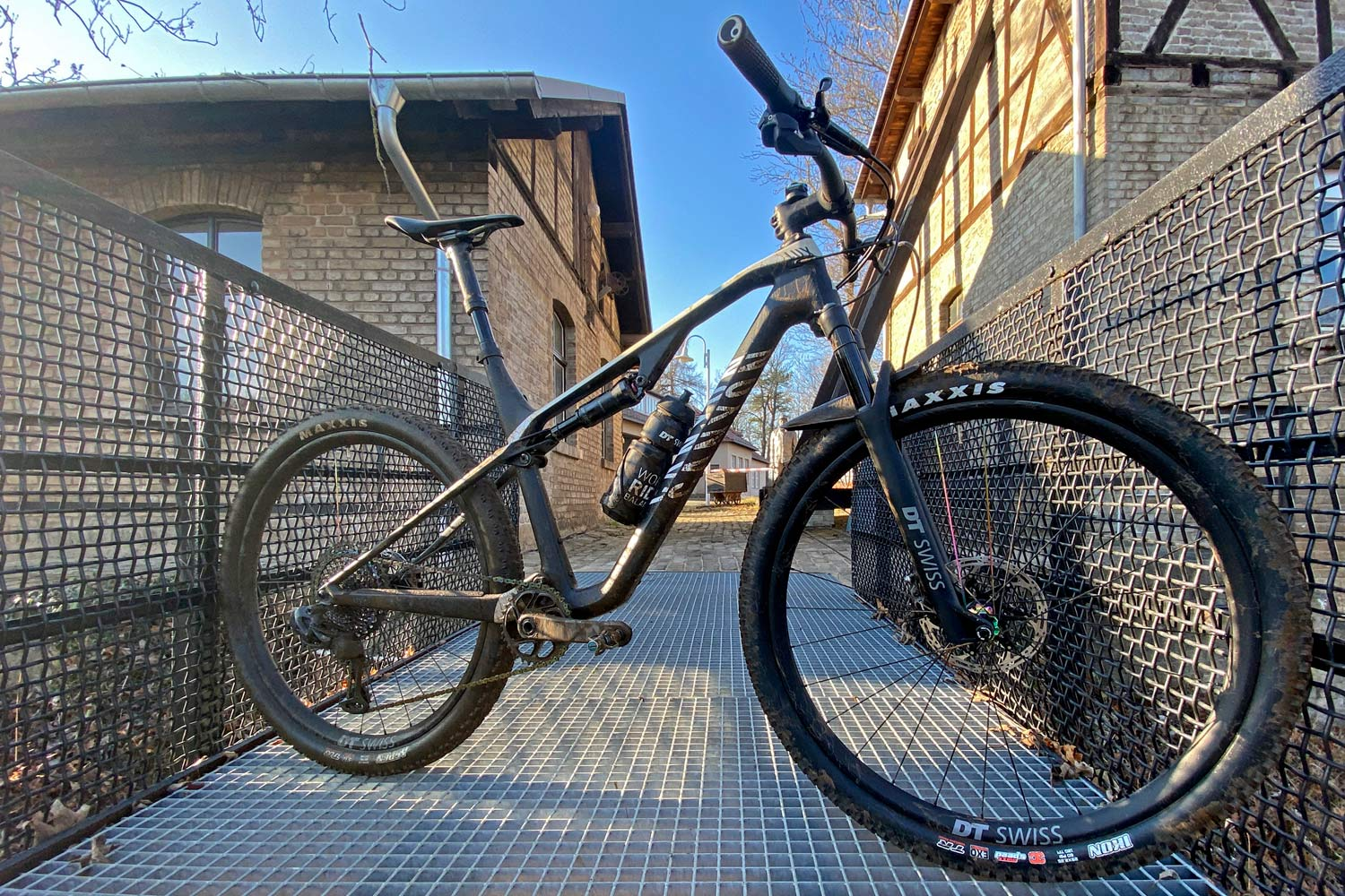 2020 Canyon Lux CF SLX with DT Swiss 232 suspension and D232 dropper seatpost