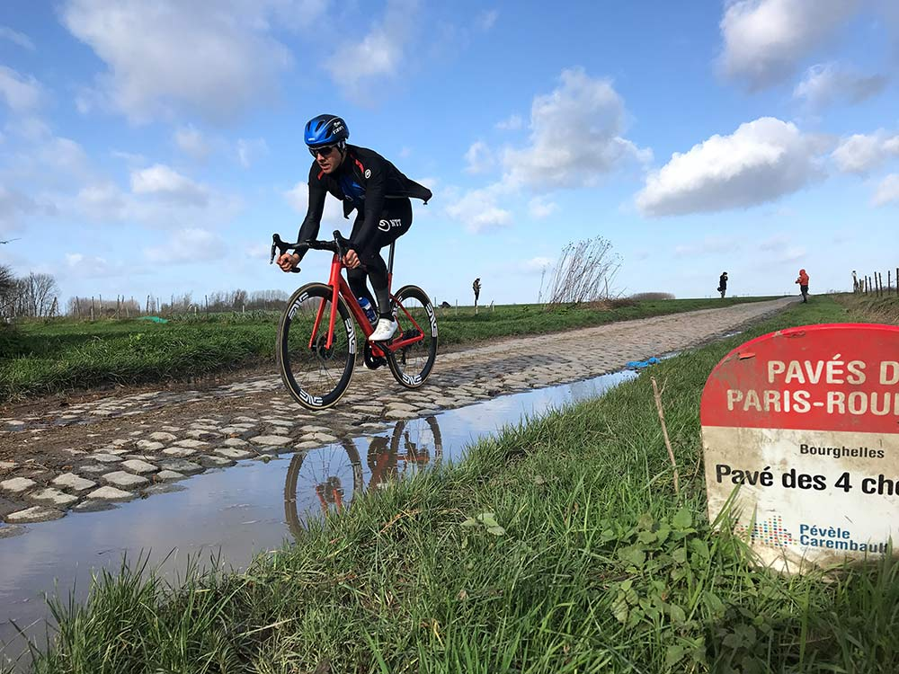 are the pro cyclists racing on tubeless tires for paris roubaix and other classic road bike races