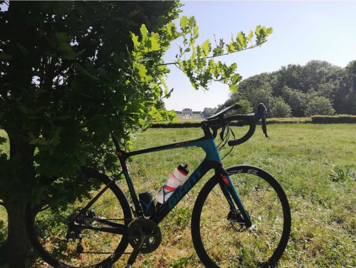 bikerumor pic of the day parc de Sceaux a photo of a giant road bike on the park with the chateau in the background across a large lawn.
