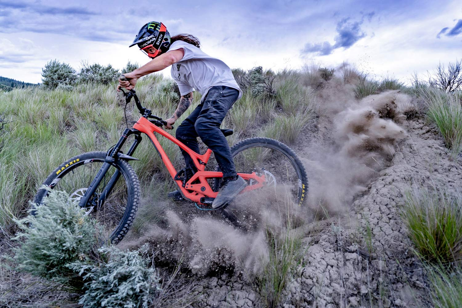 Evil Wreckoning returns with a vengeance, super boosted with more 29er enduro travel - Bikerumor