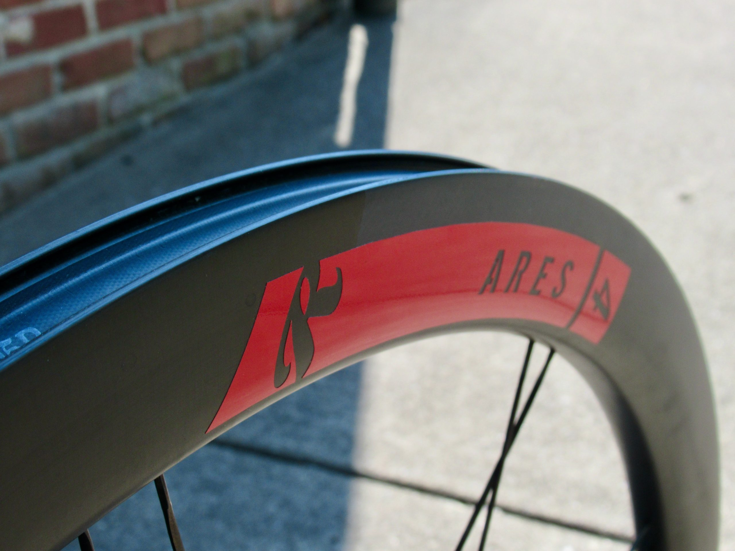 Review: Rolf Prima Ares 4 Disc wheels are fast on the road and gravel - Bikerumor