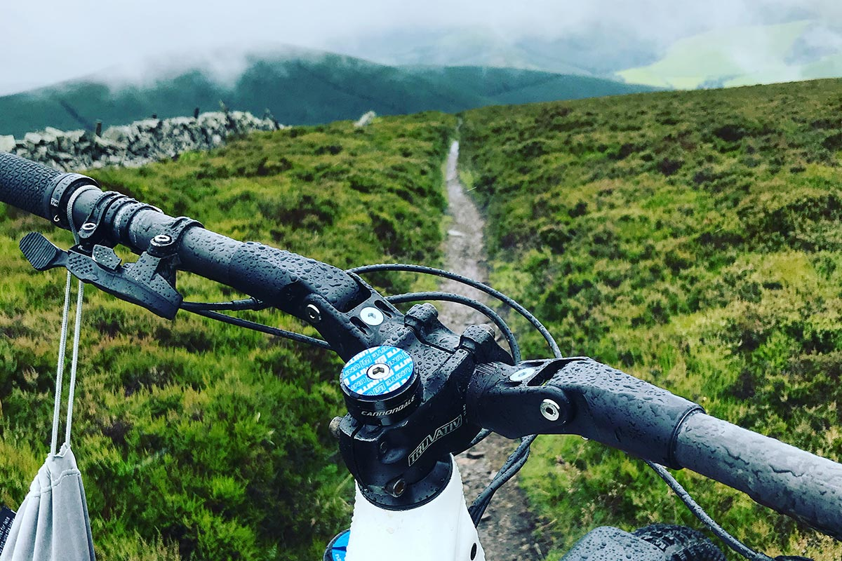 Long Term Review: Fasst Flexx Enduro Bar takes the edge off hits, tuneable to your ride - Bikerumor