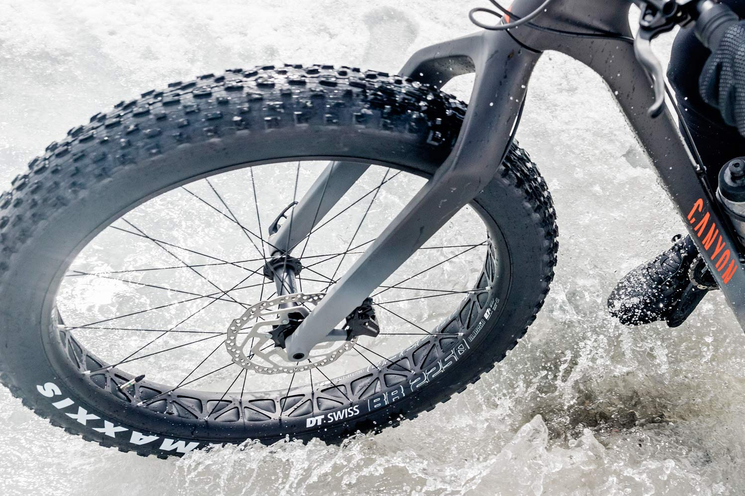"""2021 Canyon Dude carbon fat bike goes 27.5x3.8"""", DT Swiss BR 2250 wheels"""