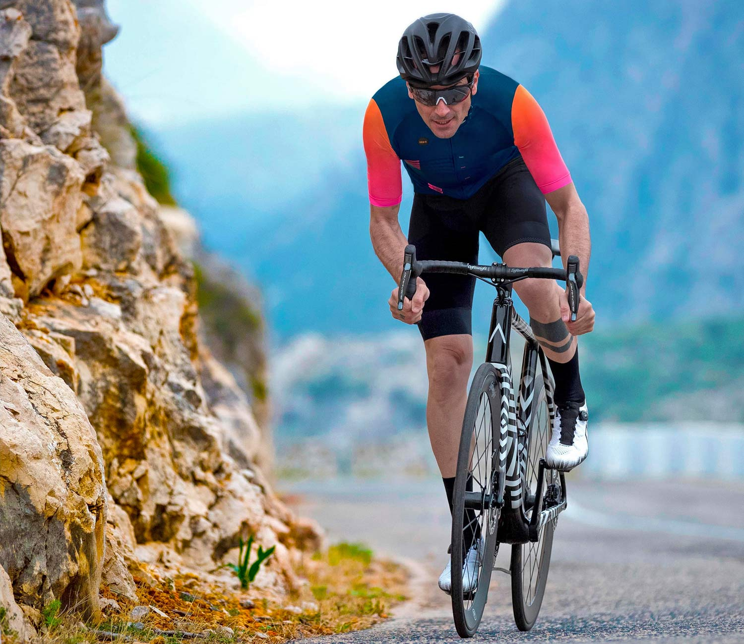 A_bikes, a new carbon road bike of Basso and Contador, Gobik tease