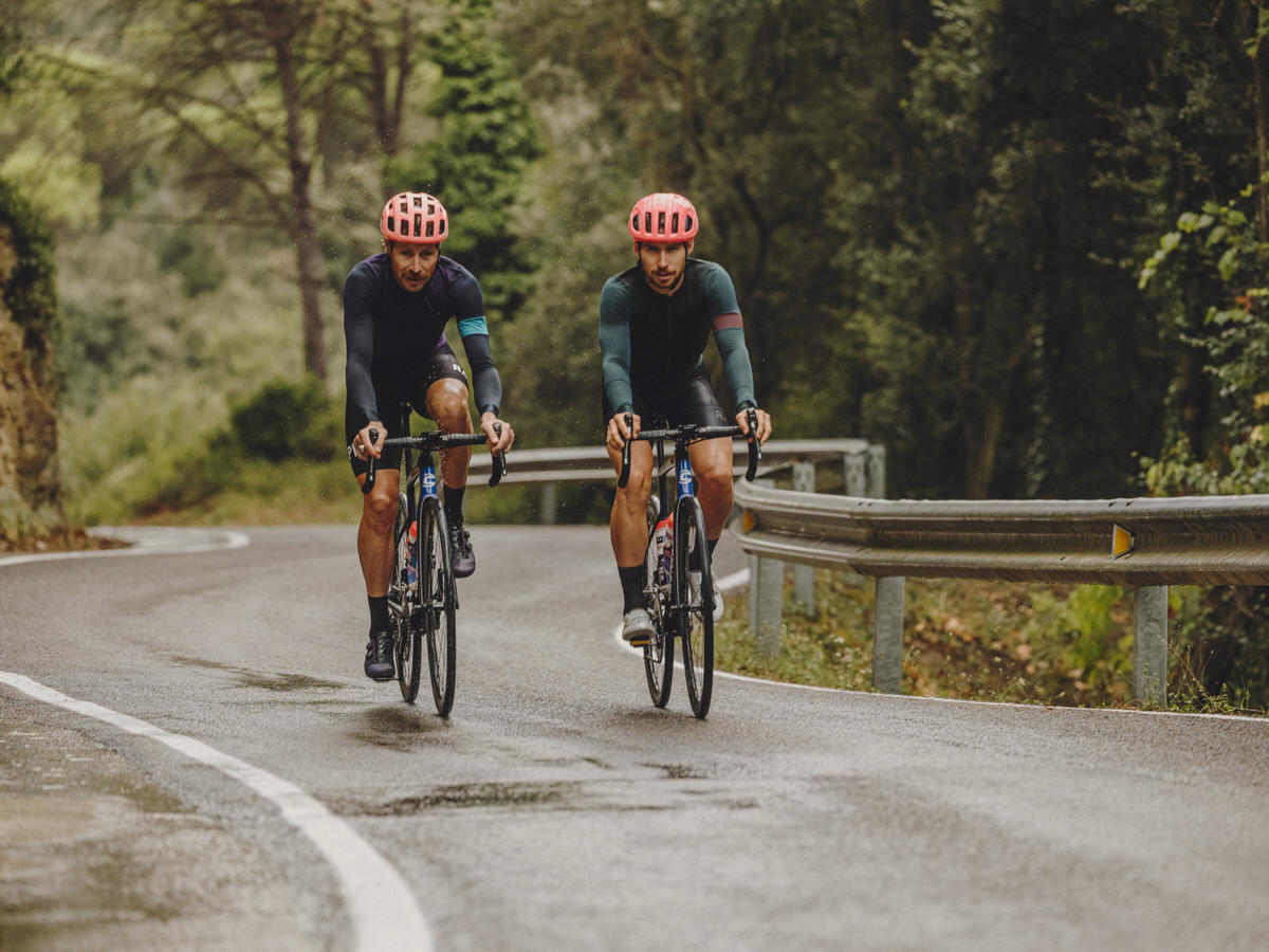 Clothing-Round-up-Rapha-Pro-Team-Long-Sleeve-Training-Jersey-Riding-in-the-rain-