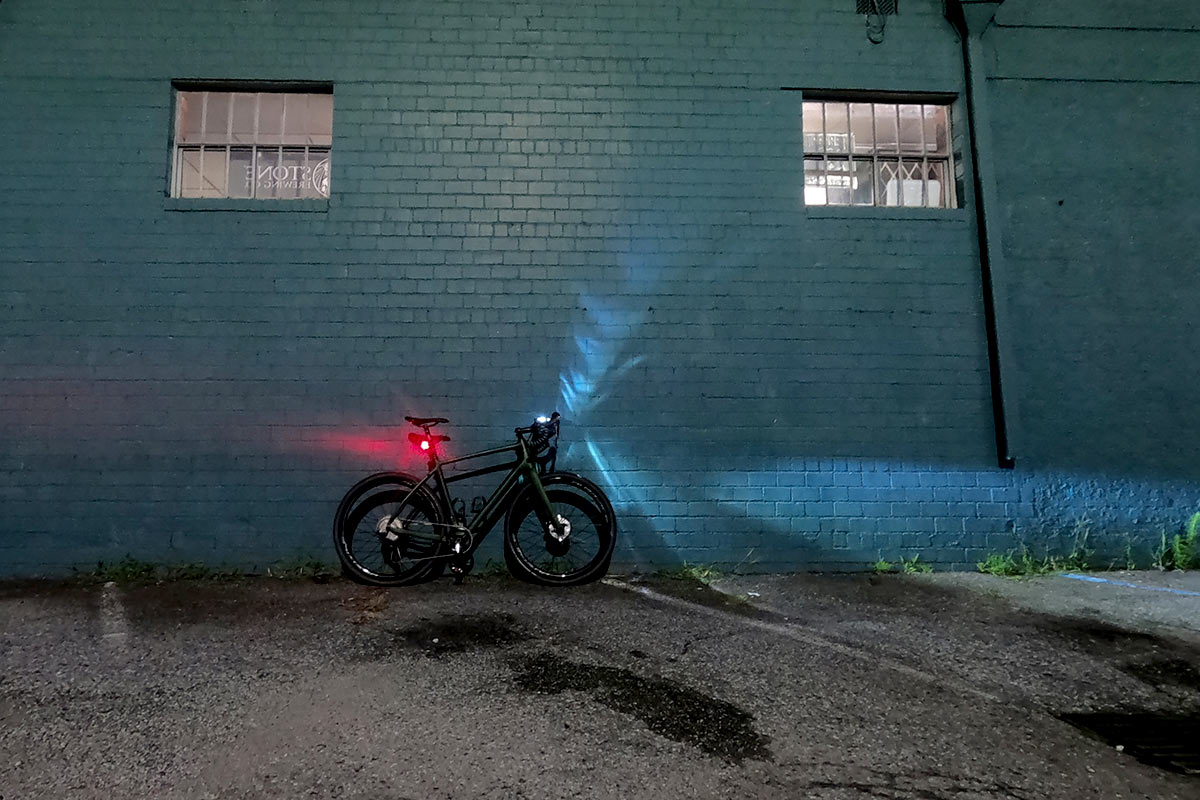 kryptonite incite bicycle light review with bike leaning against wall and shining the light on it