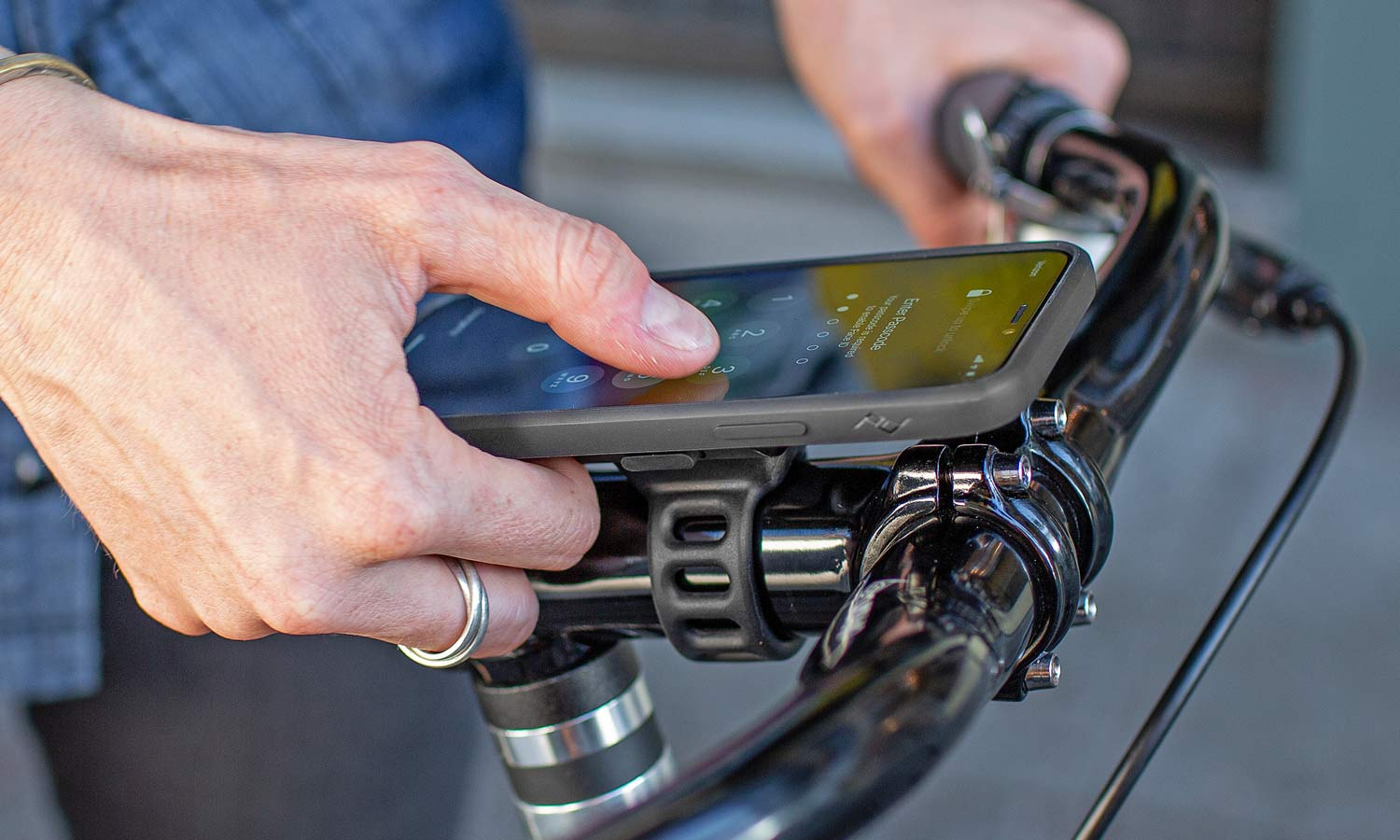 Mobile by Peak Design phone case and mounts, magnetic and secure locking mobile phone bike mounts everyday case charging adapters,universal bike mount