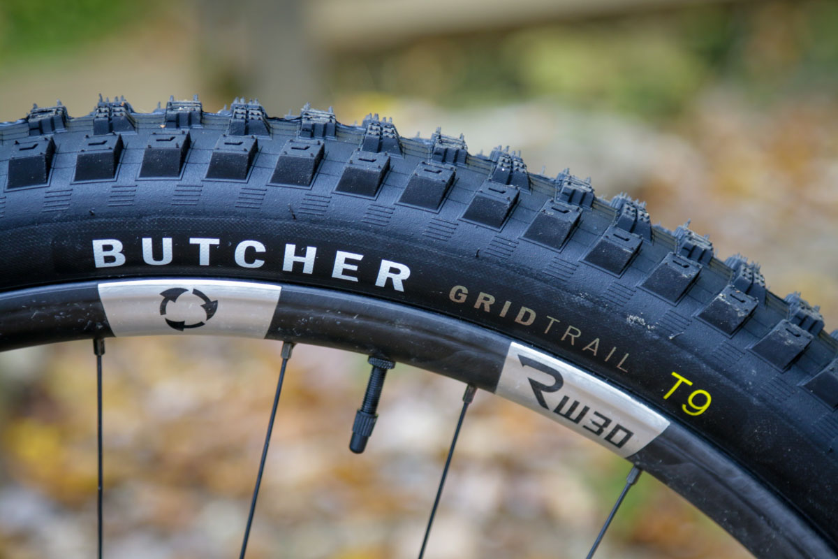 Specialized T9 tread compound tire