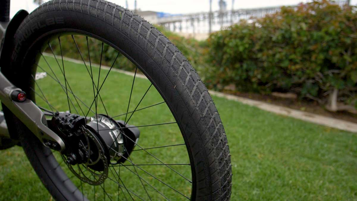"""theride radiant carbon runs 2.8"""" plus sized tubeless ready schwalbe tires"""