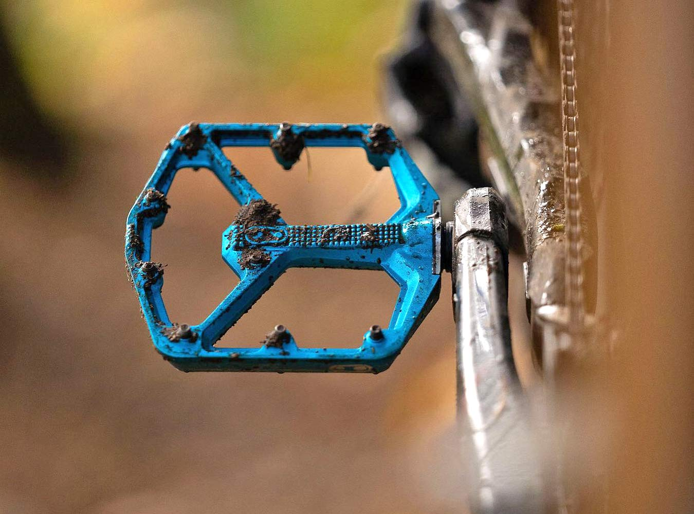 Crankbrothers Stamp 7 platform flat pedals in Electric Blue