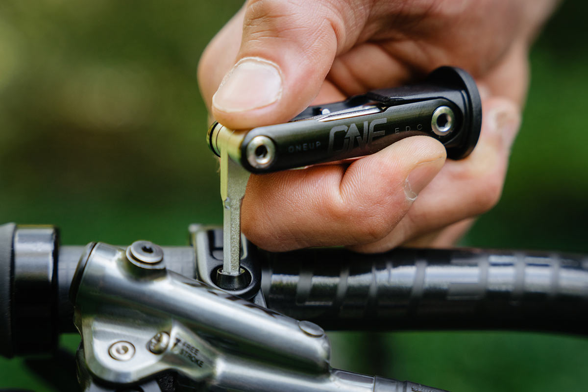 oneup components edc lite tool tightens trp brake lever
