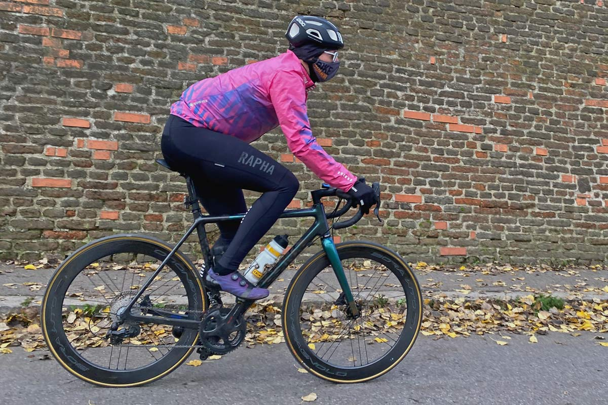 Exclusive Review: Rapha Pro Team Lightweight Gore-Tex Jacket printed in pink Technicolor, extra full color Shakedry visibility,Vysehrad wall