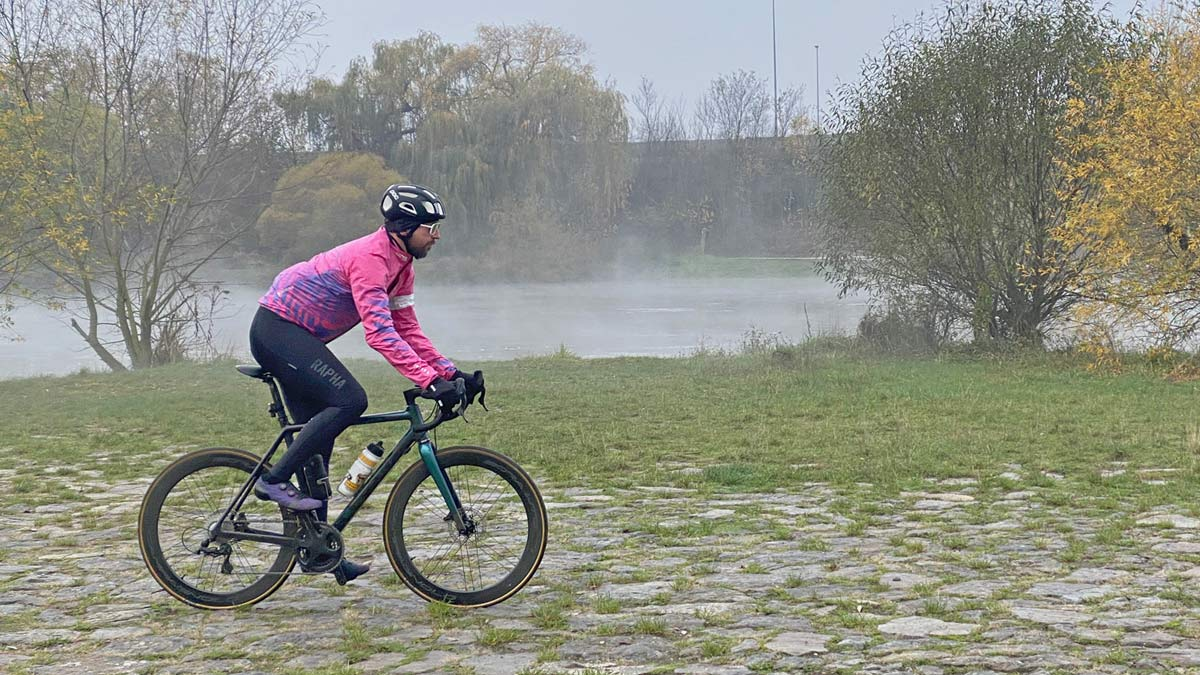Exclusive Review: Rapha Pro Team Lightweight Gore-Tex Jacket printed in pink Technicolor, extra full color Shakedry visibility,riverside