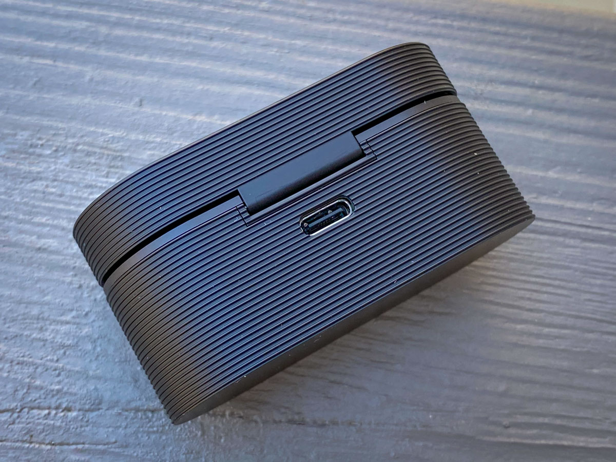 Rapha + Bang & Olufsen Limited Edition Beoplay E8 Sport earphones charging case