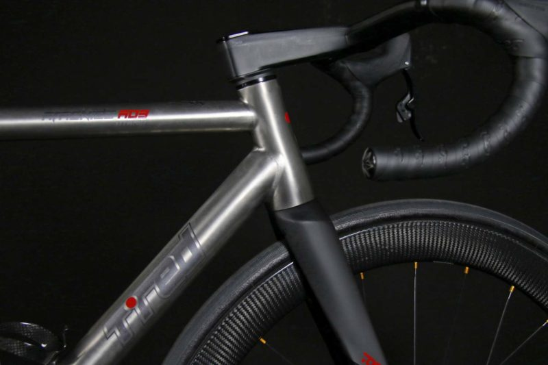 TRed Arcanide A03 Venti to road bike, fully-integrated internal cable routing custom titanium road bike,front end detail