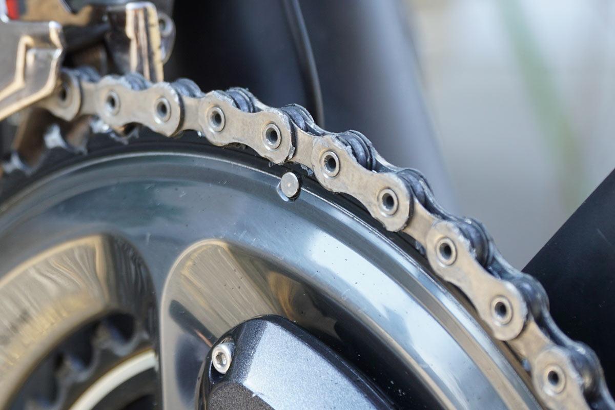 ceramicspeed ufo drip chain coating wax lube shown on chain closeup
