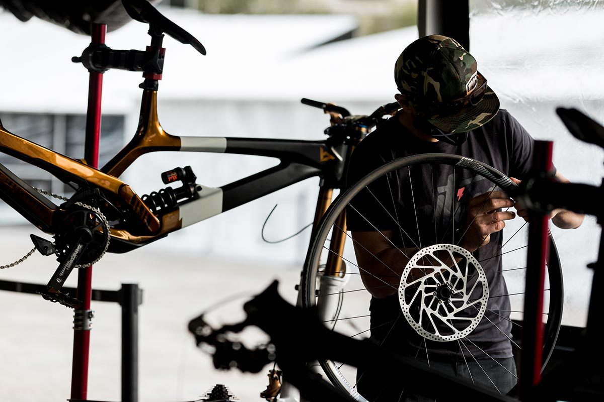 yt mob world champs leogang mechanic working on trp dh evo brakes
