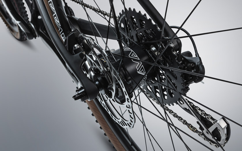 Gravaa in hub integrated tire pressure management system in rear hub