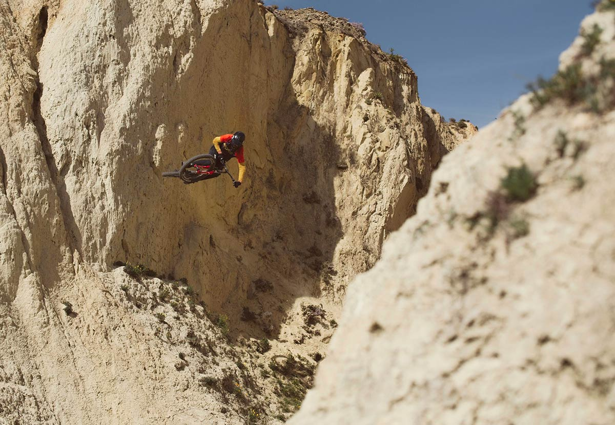 connor macfarlane riding commencal clash in peak to pub video by tiltshift media at freeride nz