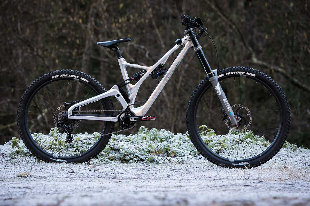 production privee downhill bike prototype made by forestal aluminium frame dh