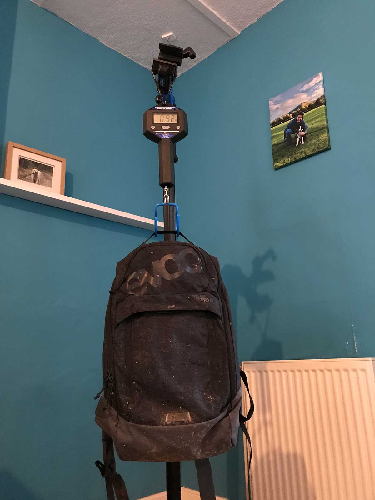 EVOC TRAIL PRO 10L WEIGHS 920G WITH BACK PROTECTOR LITESHIELD PLUS