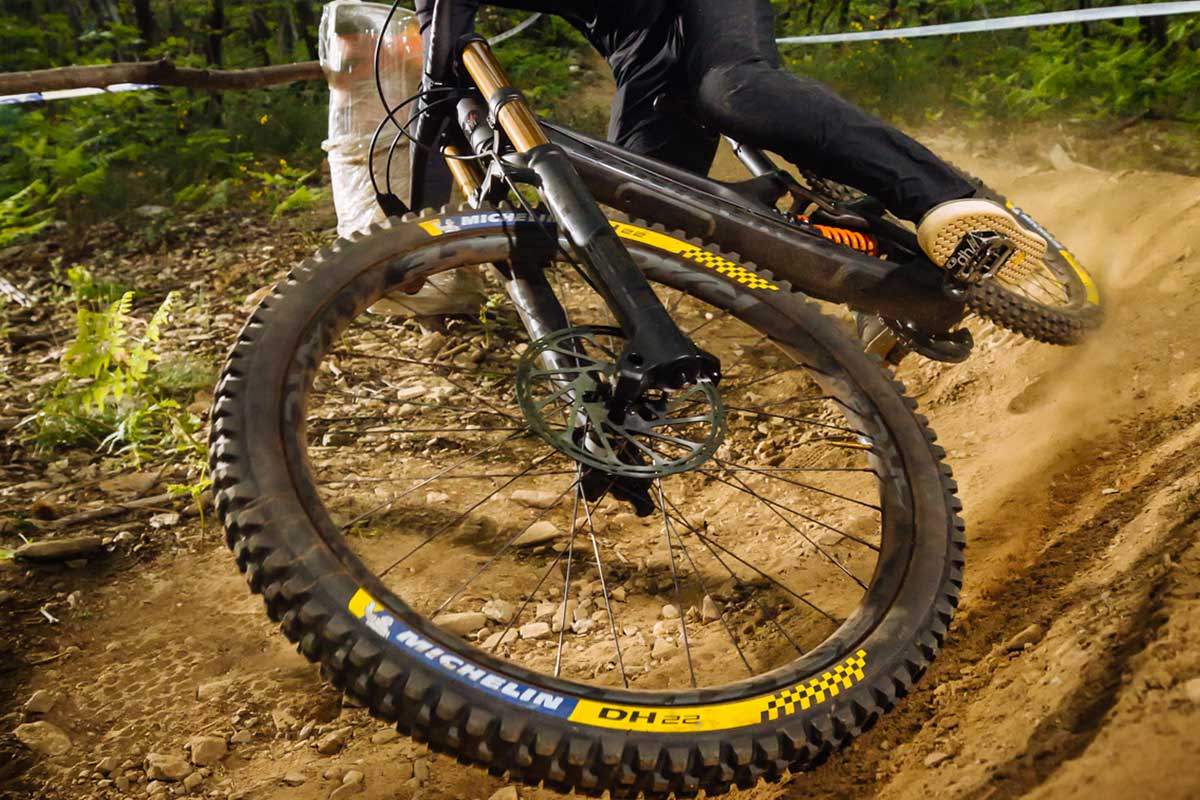 michelin dh 22 leant over flat cornering grip