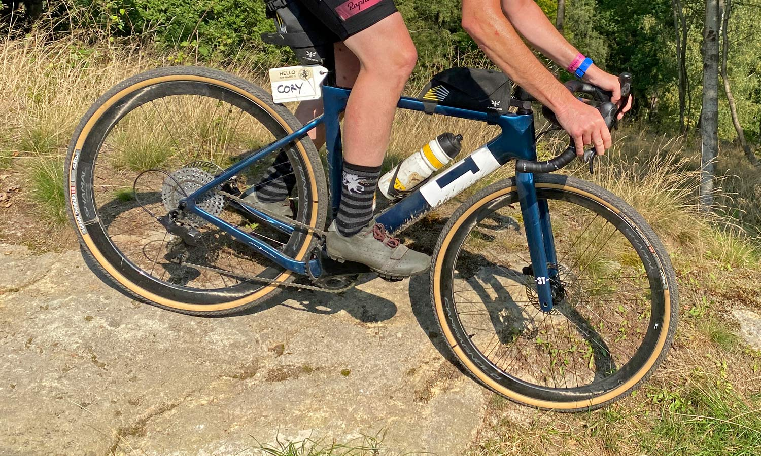 Tufo Gravel Thundero tubeless gravel bike tires, affordable durable mixed surface grip review, riding off-road