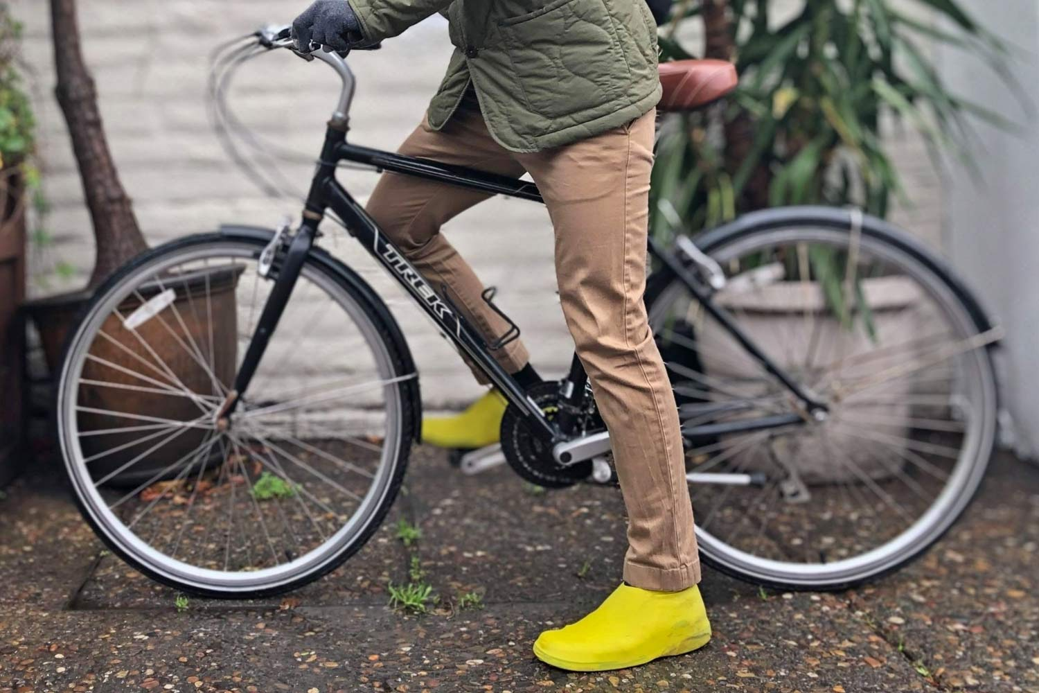 VeloToze Roam bike commuter shoe covers, waterproof latex flat pedal platform shoe covers for everyday protection