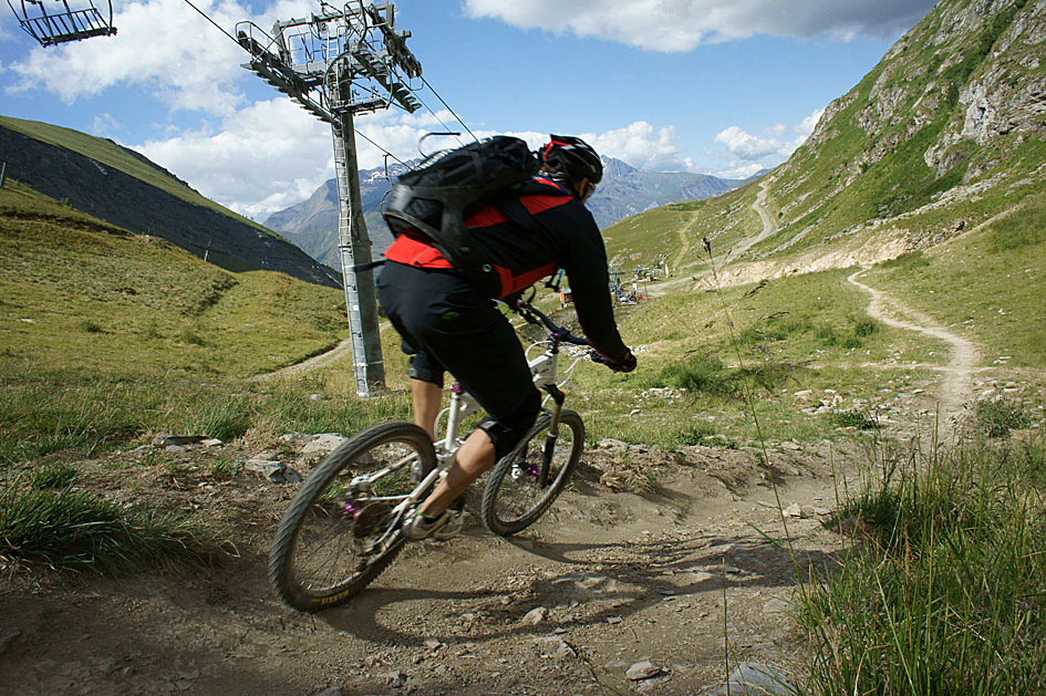 riding mountain bikes in france