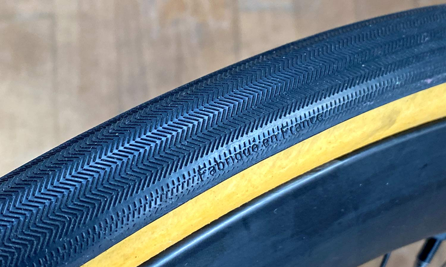FMB Cobbles tubeless-ready TLR 29mm tire, handmade-in-France fabrique-en-France herringbone tread pattern